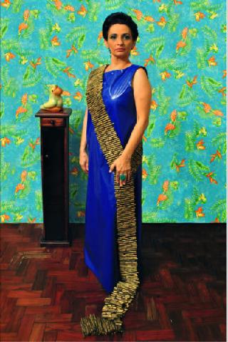 """Berna Reale, """"A Mulher"""", 2011, performance para fotografia edição (2/5), 100 x 150cm"""