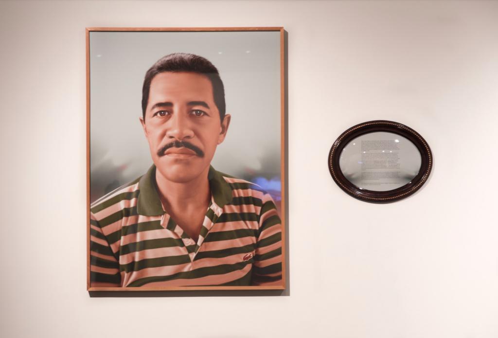 """Da série Fábula do olhar """"Marcos"""", 2013, fotopintura digital impressa sobre papel de algodão, som, Edição: 1/5 + 2 PAs, 120 x 90 cm e 40 x 50,5 x 5 cm, obras de comodato particular"""
